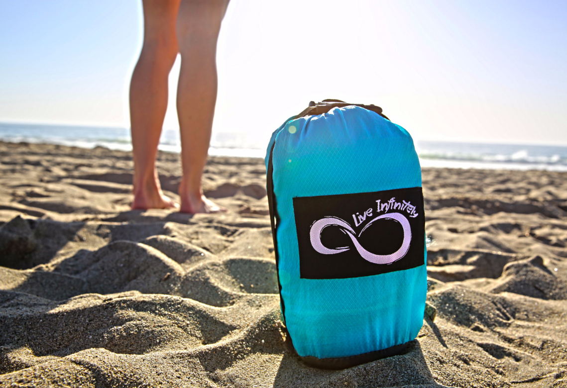 live infinitely sand free beach blanket