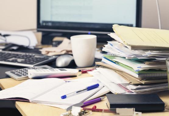 Meja Kerja Tidak Rapi