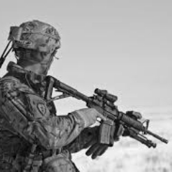 Torcia tattica militare elettrica 1800 Lumens