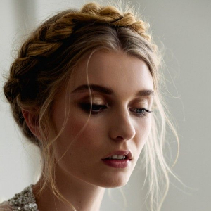 Updo Hair Inspiration | Hairstyles for extensions