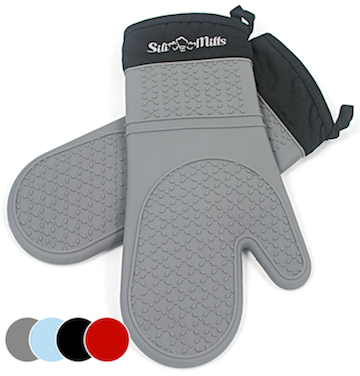 Silicone oven mitts in grey
