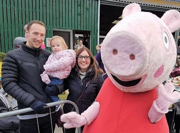 Greg, Sophie, Donna y Peppa Pig