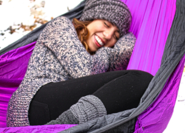 how to sleep warm in a hammock