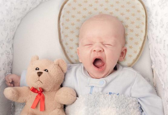 3 Baby Kissen gegen Plattkopf flachkopf Plagiozephalie aus bio baumwolle memory foam 2 bezüge.jpg