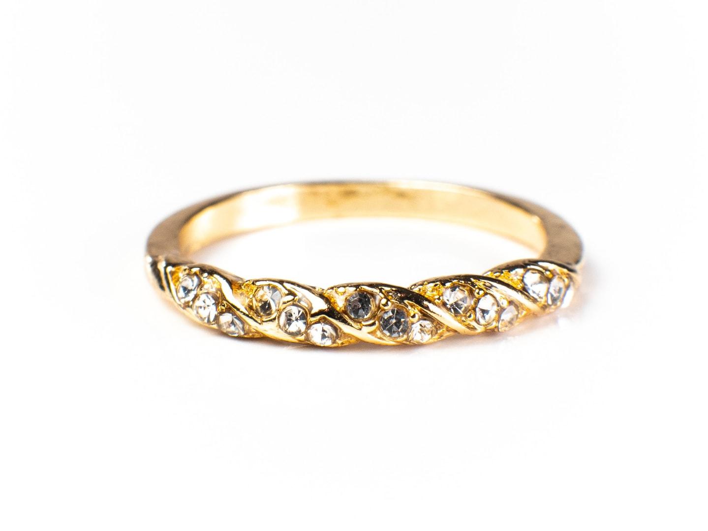 Jessica Simple Twist Ring