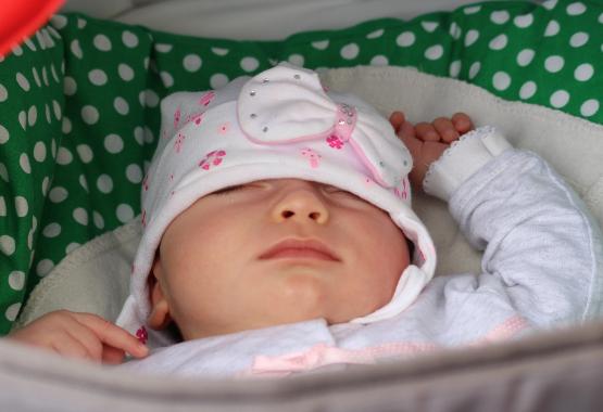 Baby Schlaf was ist normal wieviel schlaf braucht ein baby wirklich kinder schlaf zuviel zu wenig baby schläft in kinderwagen