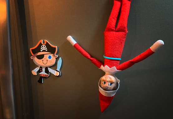 TwistieMag Elf On The Shelf Magnetic Holder